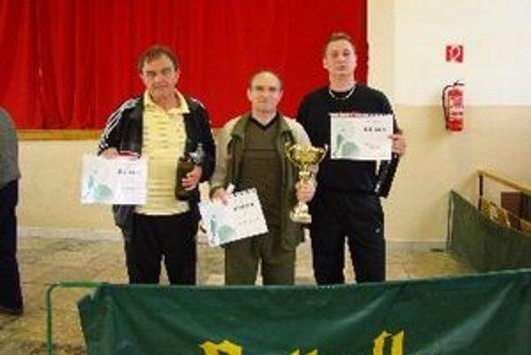 Zľava: Jozef Petráš (3. miesto), Milan Páleník (1. miesto) a Martin Priecel (2. miesto).