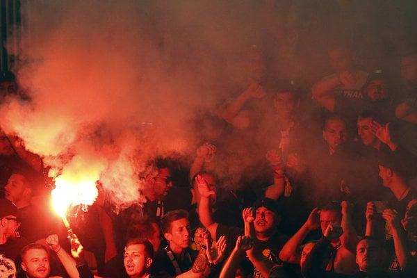 Fanúšikovia Rumunska v Belehrade.