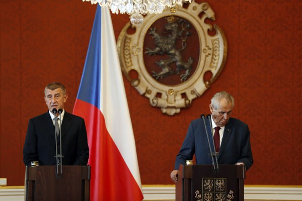 Český prezident Miloš Zeman (vpravo) a premiér českej vlády Andrej Babiš.