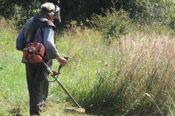 Pri úprave jazierka v Košútoch dobrovoľníci odpracovali množstvo hodín.