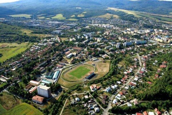 Mesto Snina. Očitý svedok Kisch opísal, ako veľmi bola vyplienená a zničená.
