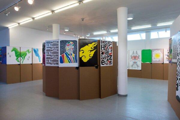 V priestoroch galérie vystavujú štyri stovky plagátov.