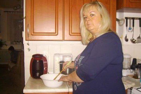 Rodina Jany Mikušákovej miluje Medový orechodvý koláč