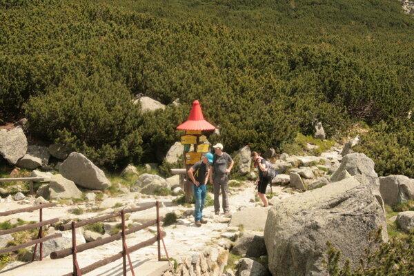 Tatry lákajú v lete tisícky turistov.