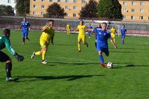 Považskobystričan Marek Gajdošík (v modrom) dal sklárom jeden gól.