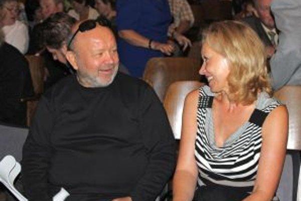 Aj nedávno zosnulý Peter Bzdúch spolupracoval s dubovskými divadelníkmi.