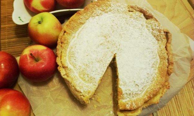 Okrúhly jablkový koláč à la pyté