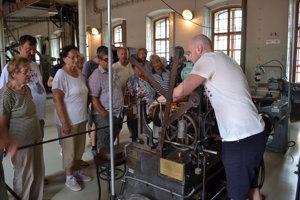 Humenčania si prezreli historické výrobné priestory mincovne.