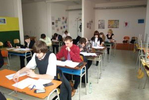 Strednú školu známkuje aj úspech maturantov na vysokej škole.