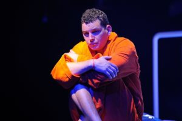 Dominik Zaprihač ako Filip v najnovšej premiére martinského divadla.