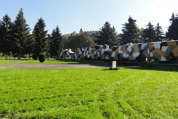 V parku stojí aj pancierový vlak.