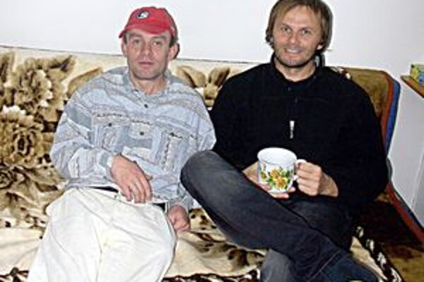 Bohuš (vľavo) tvrdil Marcelovi, že človek až tak peniaze nepotrebuje.