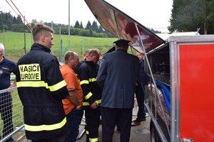 Novým pomocníkom pre hasičov v Ďurďovom je protipovodňový vozík.