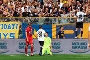 Roberto Inglese (vpravo) oslavuje prvý gól Parmy.
