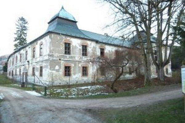 Révaiovský kaštieľ v Turčianskej Štiavničke kompletne rozkradli a zničili vandali.