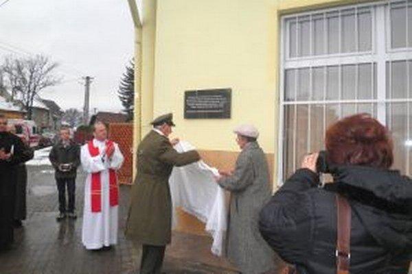 Pamätná tabuľa v Sučanoch.