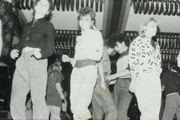 Na diskotéke koncom 80-tych rokov to v Martine vyzeralo aj takto.
