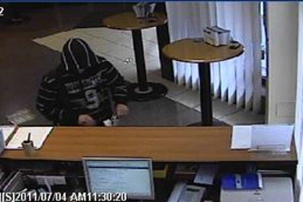 Mladík vylúpil tú istú banku aj pred pár mesiacmi.