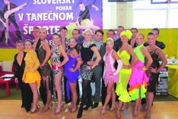 Takto zapózovali martinskí tanečníci počas tanečnej súťaže.