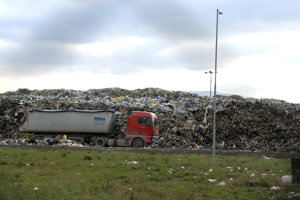 Prešovčania dnes platia za odpad mestu podľa jeho nariadenia vyše 20 eur na osobu za rok, Košičania viac ako 31 eur.