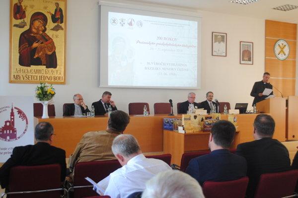 Počas konferencie.