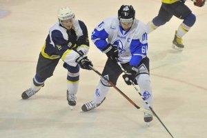 Hokejisti začali hrávať domáce zápasy o18. h.