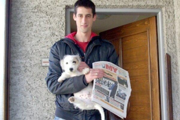 Výherca mal plné ruky novín i psa.
