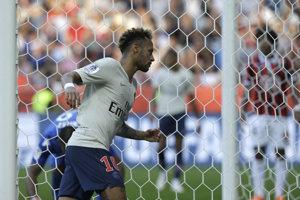 Neymar oslavuje gól do siete Nice.