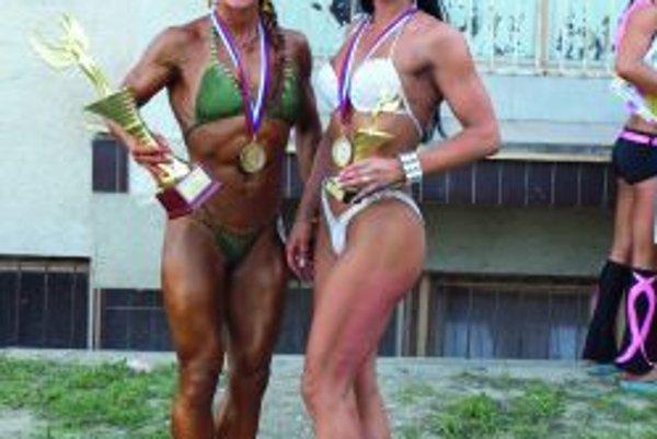 Katarína Tomášová (vľavo) pridala k slovenskému a českému titulu aj svetový. Od minulej soboty je majsterkou sveta vo fitnes.