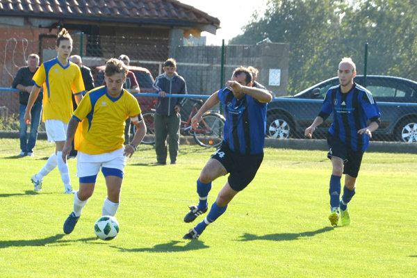 Na začiatku sezóny nevýrazný Lok, zaznamenal proti Novému Tekovu svoju tretiu výhru vsérii aposunul sa na 11. miesto.