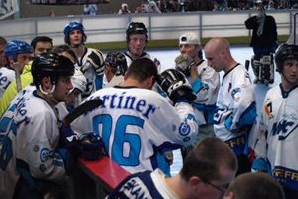 Tím UBA Martin sa na hokejbalovom turnaji v Nitre prebojoval až do finále.