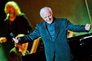Známy francúzsky šansonier Charles Aznavour zomrel vo veku 94 rokov.