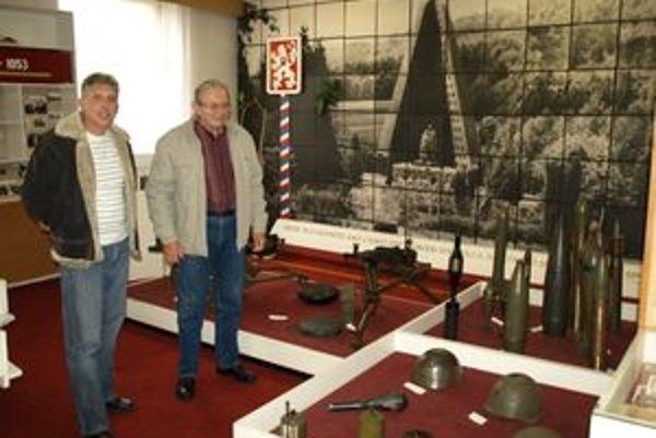 V sieni slávy. Pavel Korčok a Lovás si na staré časy zaspomínali koncom októbra, keď sa v sieni slávy stretli aj s ostatnými učiteľmi niekdajšej školy.