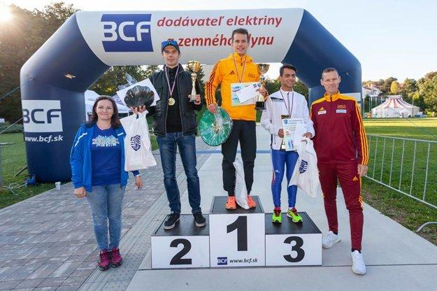 Ocenený víťaz kategórie mužov Miroslav Úradník.