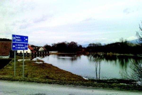 Rozvodnený Turiec. Takto zaplavila voda lúky v Moškovci poslednú februárovu sobotu, už vo štvrtok bola voda opäť v koryte.