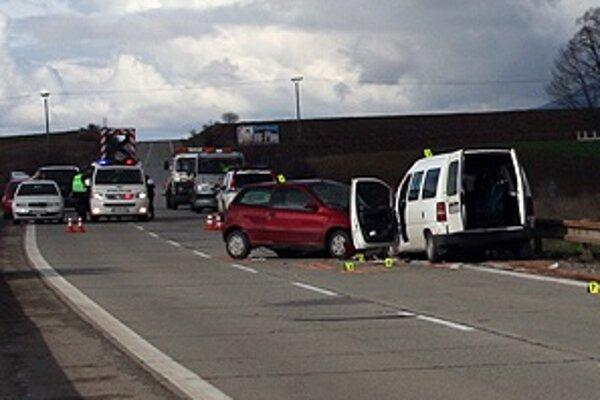 Nehoda sa stala krátko po 14 hodine,polícia zatiaľ prípad vyšetruje.