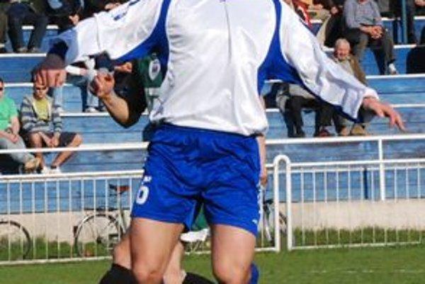 Marián Ladňák nehral zle, no mal prsty v prvom góle Kremničky v sieti Turč. Teplíc.
