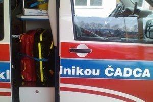 Ženu previezla záchranka do nemocnice.