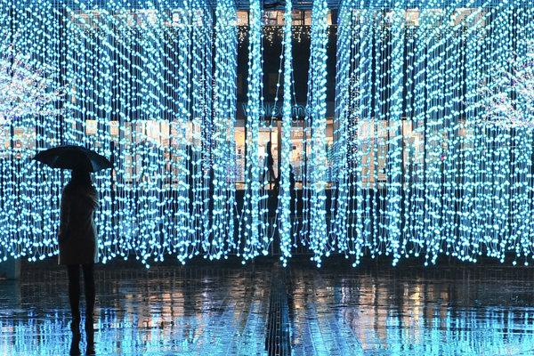 Dielo Submergence vytvorené z vyše 5 000 svetelných bodov.