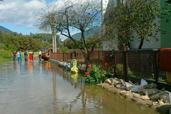 Martinskú mestskú časť Priekopa zasiahla prívalová vlna.