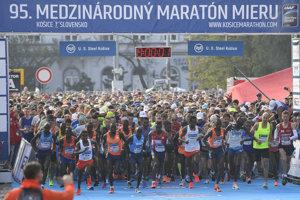 Na snímke štart 95. ročníka Medzinárodného maratónu mieru v Košiciach.