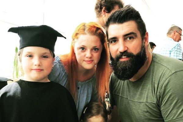 Andrej Petro a jeho babinec - manželka Zuzana, dcérky Paulínka a Karolínka.