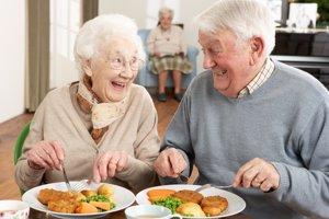 Vyprážané jedlá by mali seniori z jedálneho lístka vypustiť.