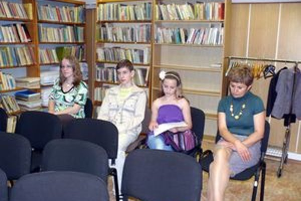 Niektorí autori počas vyhodnotenia súťaže.