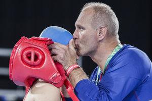 Slovenská boxerka Jessica Triebeľová a tréner Peter Triebeľ na Olympijských hrách mládeže v Buenos Aires.