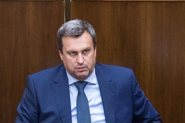 SNS pod vedením Andreja Danka navrhuje príspevky v novele zákona o podpore cestovného ruchu, ktorá sa práve nachádza v parlamente v druhom čítaní.