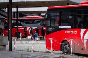 Všetky cestovné lístky IDS BK platia u všetkých zapojených dopravcov, ktorými sú Slovak Lines, Dopravný podnik Bratislava, Železničná spoločnosť Slovensko a RegioJet.
