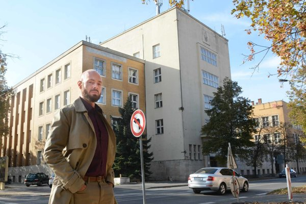 Ondrej Ficeri: Poštový palác je najvydarenejším dielom prvorepublikovej architektúry v Košiciach. Zobrazovaný bol i na pohľadniciach Košíc v Horthyho ére (1938 - 1944) ako dôkaz modernity mesta.