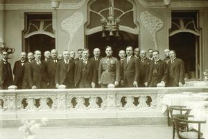 Skupinová fotografia z návštevy ministra vnútra Jana Malypetra v hoteli Schalkház v prvej polovici 20. rokov. Ani jeden z vedúcich predstaviteľov mesta nepochádzal z Košíc alebo východného Slovenska.