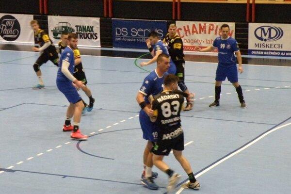 Pov. Bystrica (v modrom) hrala s predposlednou Modrou.